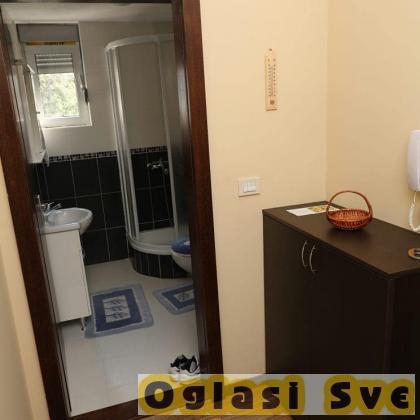 Izdajem apartman u centru Vrnjacke Banje