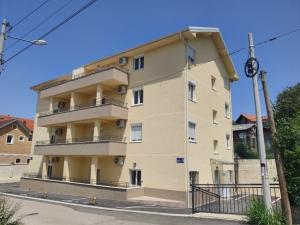 Uknjizeni stanovi - Useljivi - Novogradnja: 50m2 (dvosobni) 1.010e/m2