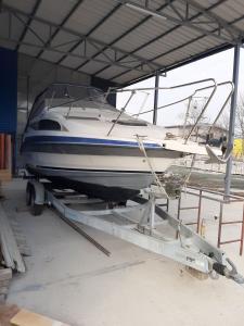 Gliser Bayliner 2255 sa prikolicom